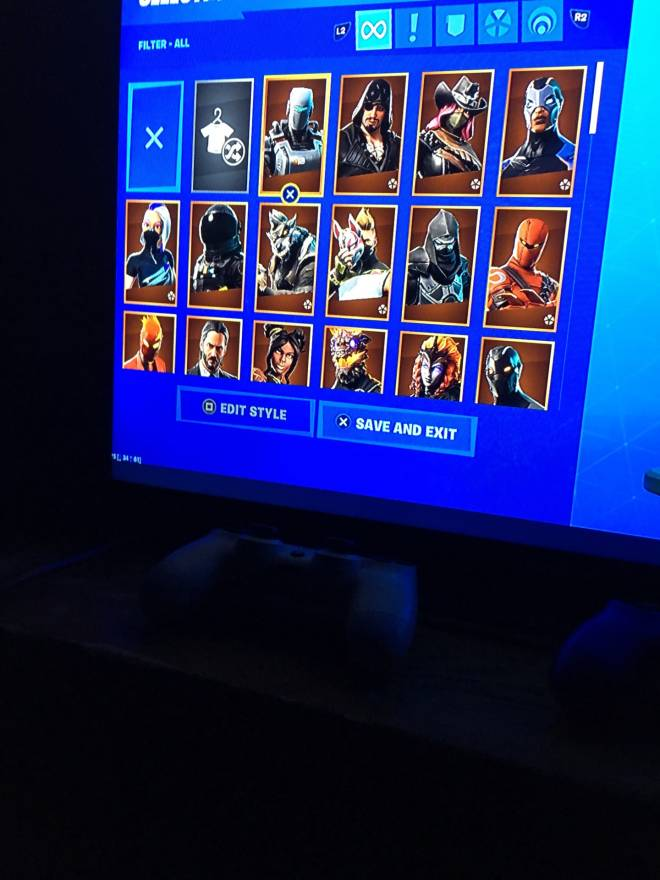 Fortnite: Looking for Group - Any legit person want trade trading through PS4 dm me image 3