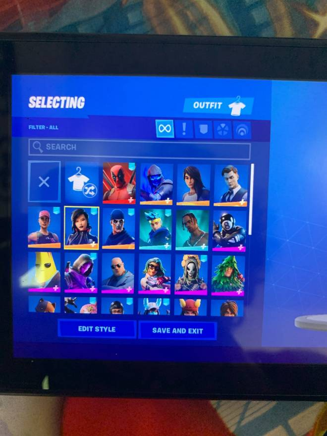 Fortnite: Looking for Group - Selling account for low prices here it's only $20 or $25 I accept gift cards only I prefer psn gift image 3