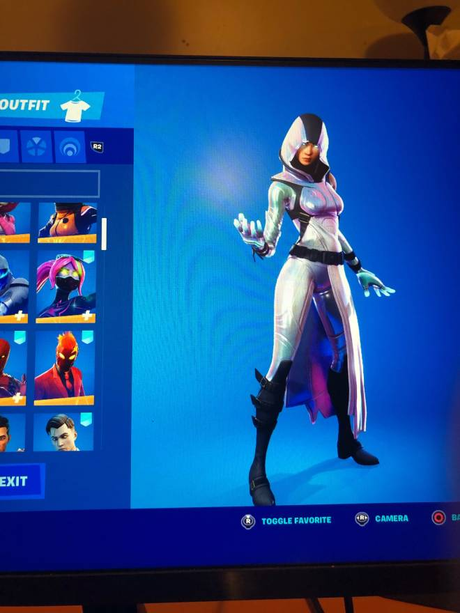 Fortnite: Promotions - I would be very grateful if you guys go drop a follow on my twitch: yt_smg0nconsole image 4