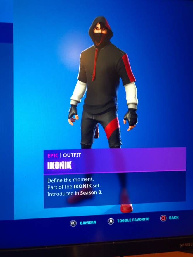 Fortnite: Promotions - I would be very grateful if you guys go drop a follow on my twitch: yt_smg0nconsole image 1