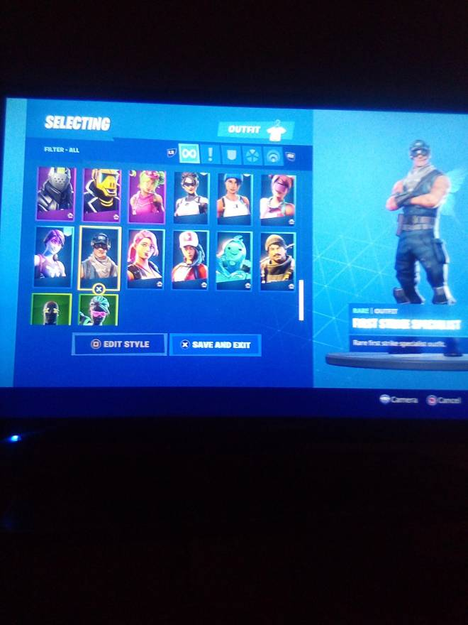 Fortnite: Looking for Group - Who wants 2 of my acc for 25 PSN 👇 image 6
