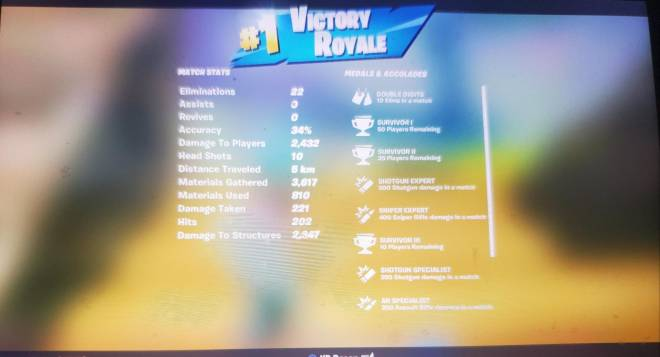 Fortnite: Battle Royale - Its a 20 bomb😀...but not enough to beat my kill record😐 image 3