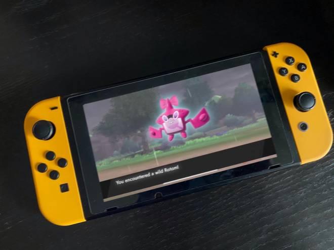 Pokemon: General - Proof That PokémonMasters new post is fake (female rotom) image 1