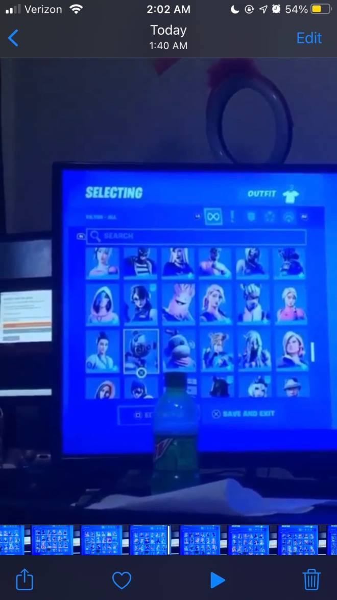 Fortnite: Looking for Group - Trading stack fortnite acc or selling it for 10$ psn card ps: will not go first also FA image 5